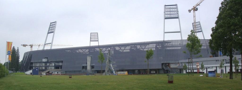 Projeto de reforma incluiu uma usina solar com painéis nas fachadas e no telhado